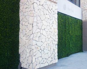 Decoración con Cerco de Plantas Artificiales